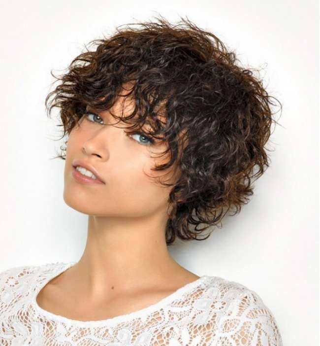 Модные женские стрижки для волнистых волос