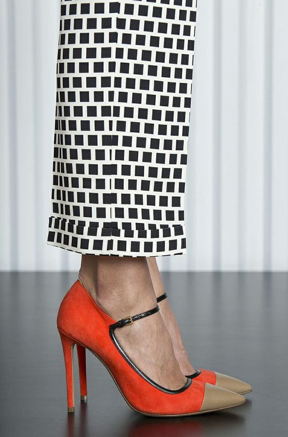 Лодочки с ремешком - стильные туфли на осень 2020
