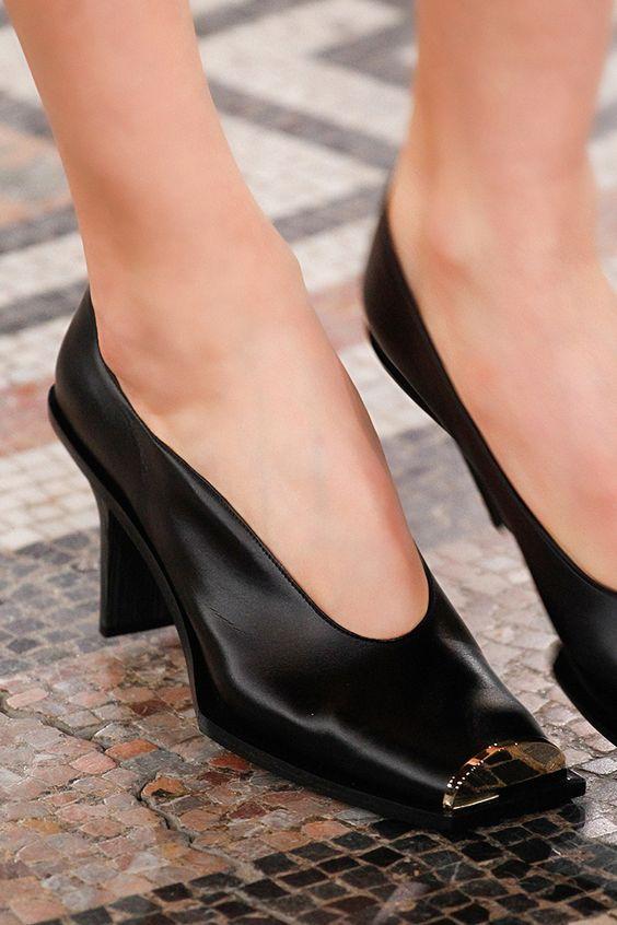 Женские туфли с металлическим носом - модные модули на осень-зима 2019-2020