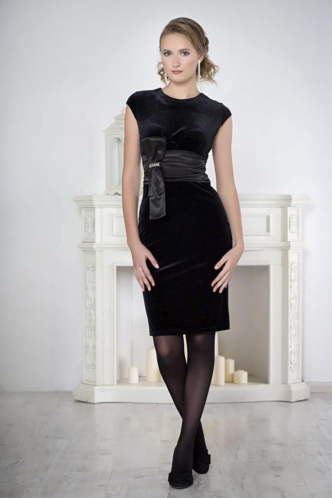Стильное деловое платье из бархата осень-зима 2018-2019