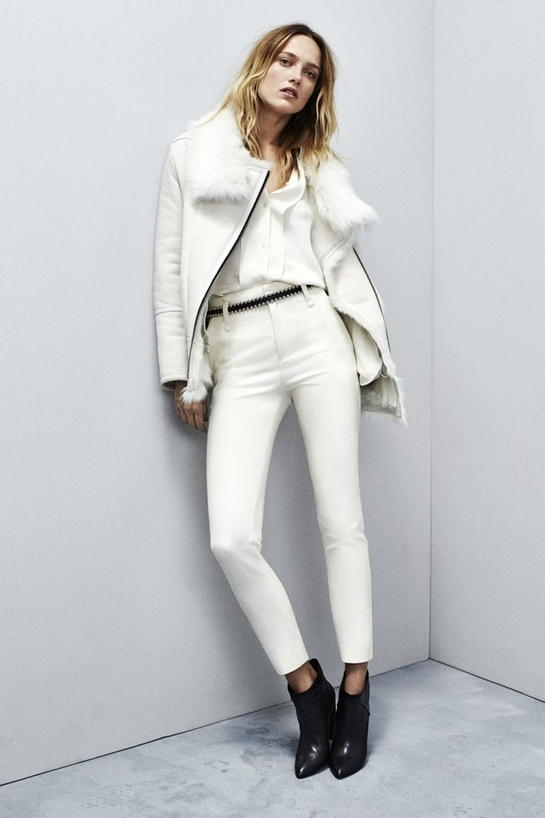 Модный осенний образ с белыми брюками