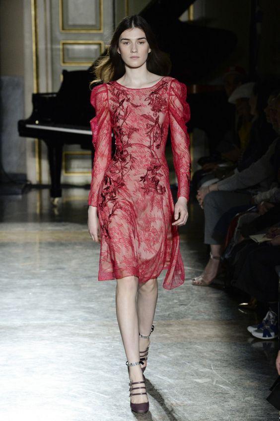 Красное коктельное платье осень-зима 2019-2020