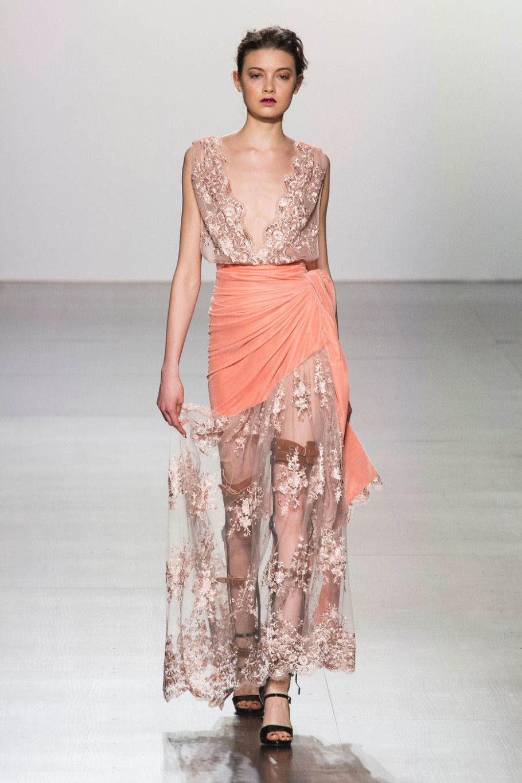 Вечерние платья с эффектом невесомости осень-зима 2020-2021