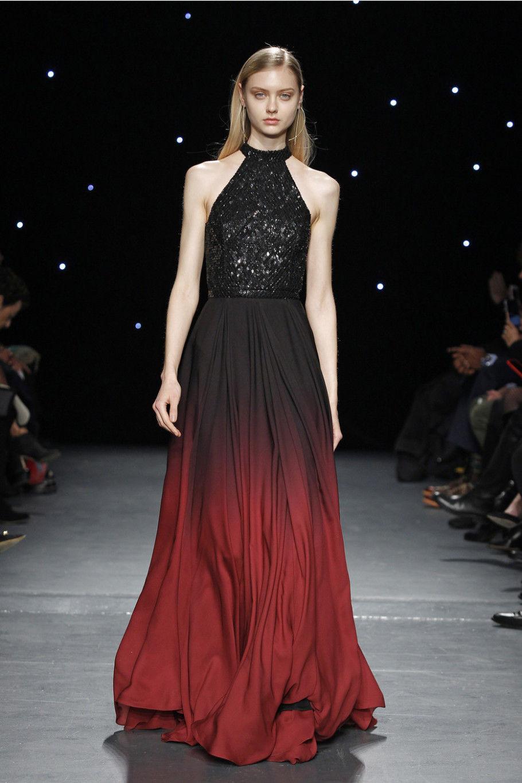 Модное вечернее платье с декольте-упряжкой осень-зима 2020-2021