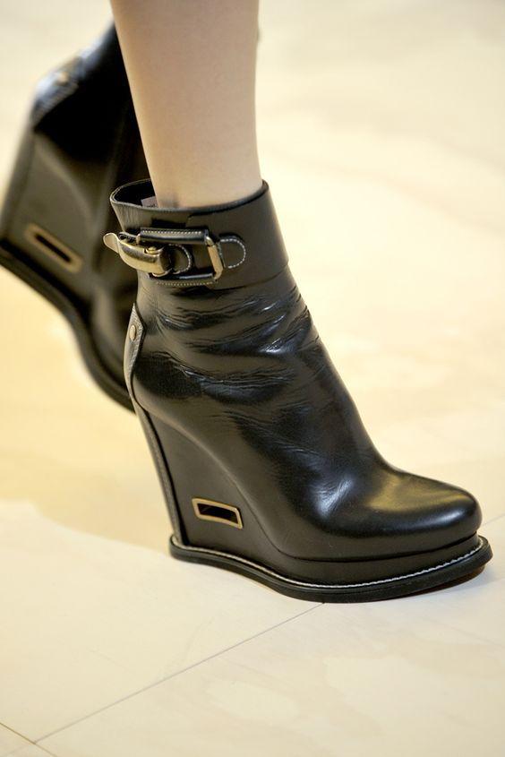 Модные женские ботинки осень-зима 2019-2020 со стильными декоративными элементами
