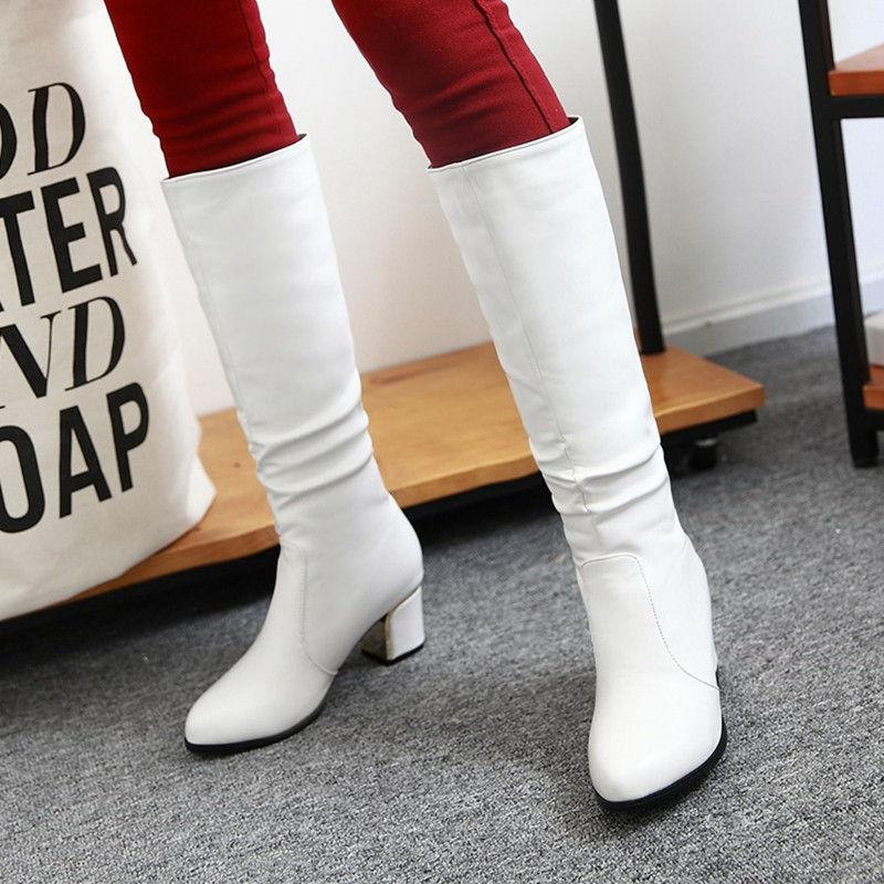 Стильные белые женские сапоги осень-зима 2020-2021
