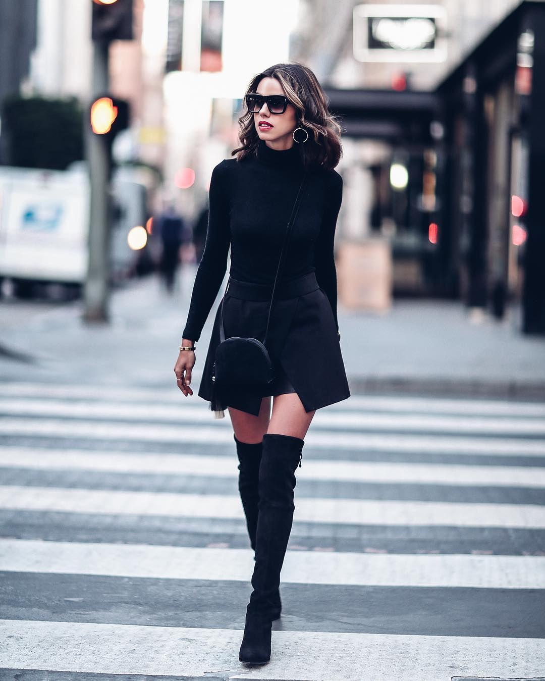 Черная мини-юбка