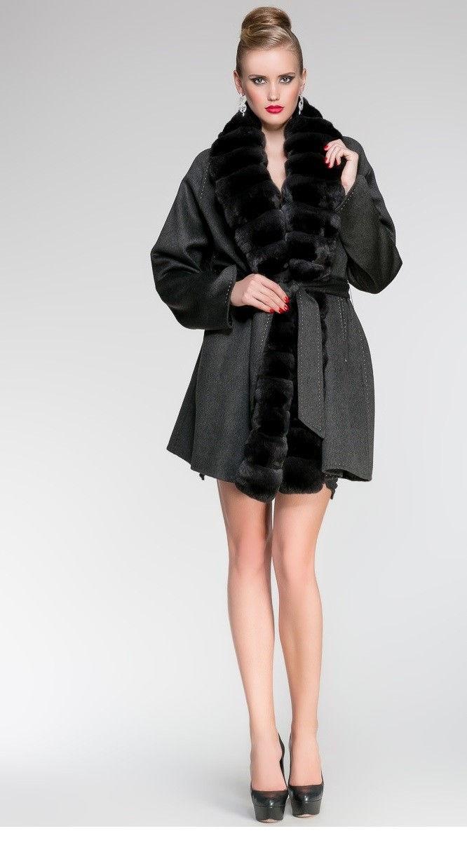 Стильное женское пальто с меховой отделкой осень-зима 2018-2019