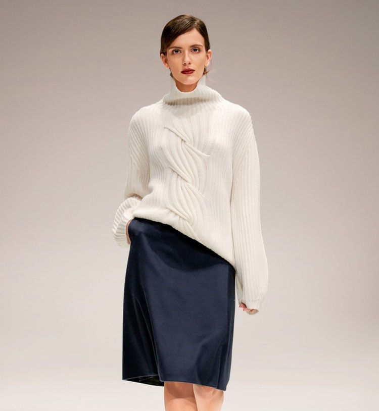 Модные женские свитера с удлиненными рукавами осень-зима 2018-2019