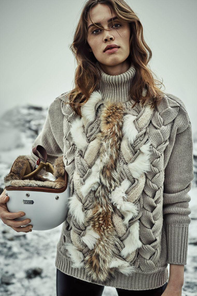 Женский свитер с меховой отделкой осень-зима 2019-2020
