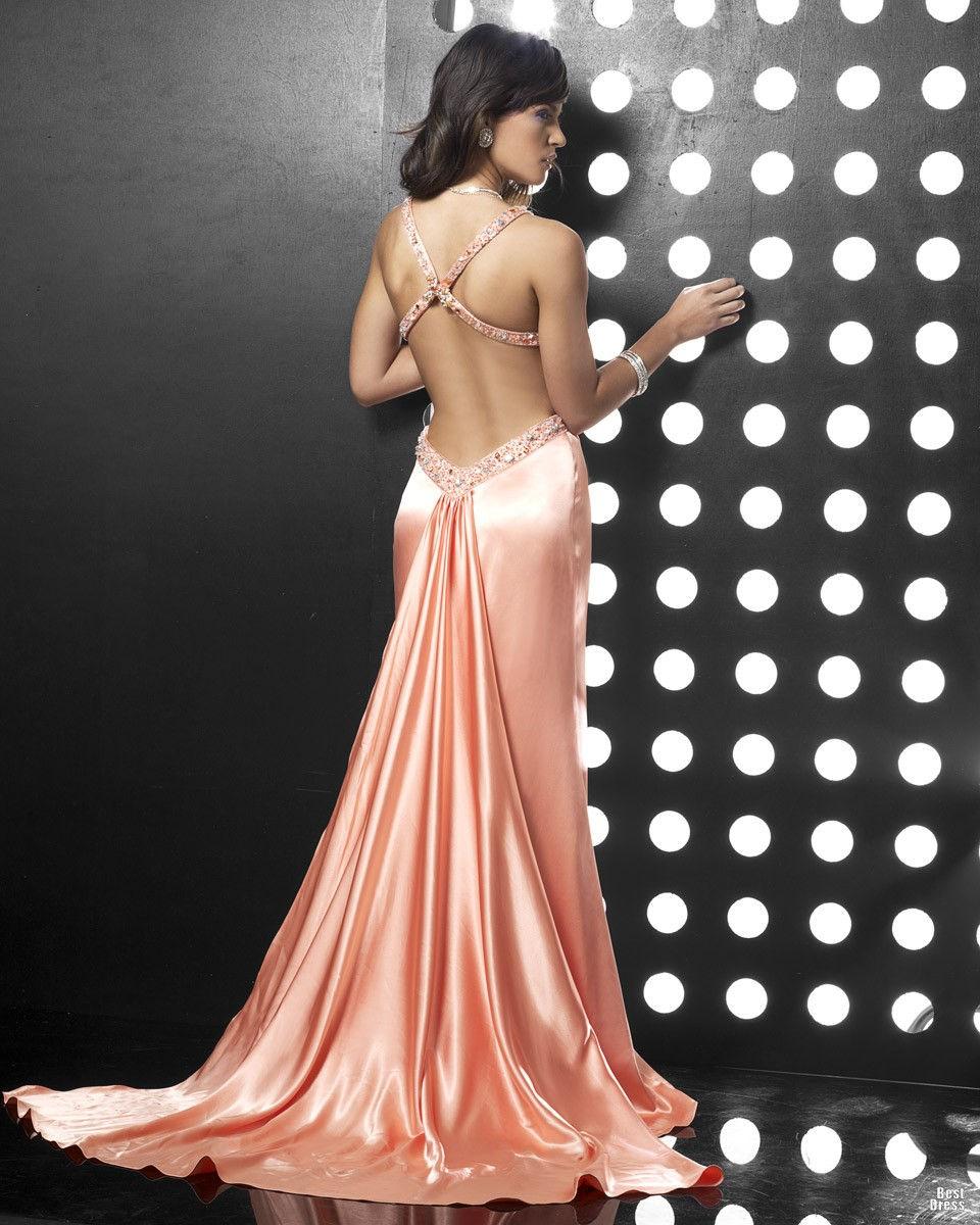 Длинное платье с открытой спиной - стильный лук для новогоднего корпоратива 2019