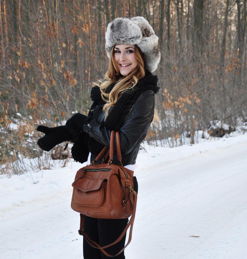 Стильный образ с шапкой-ушанкой и кожаной курткой