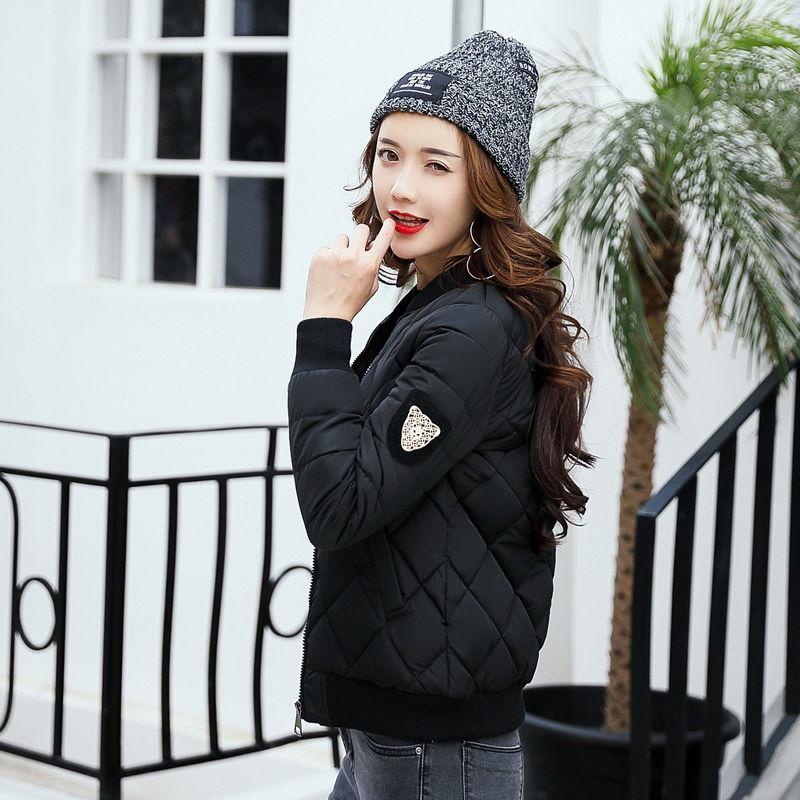 Модная шапка с короткой курткой - практичный образ