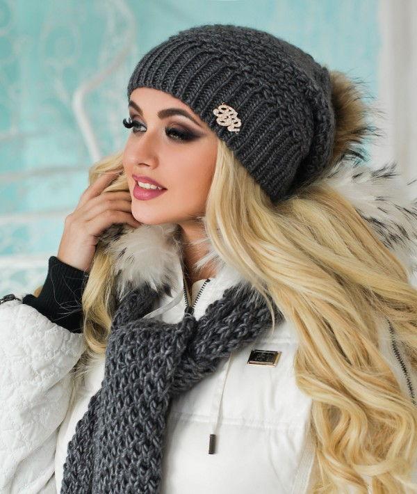 Стильный вязаный комплект: шапка с шарфом
