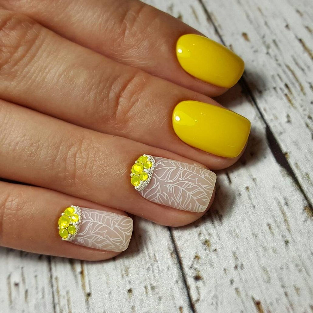 Яркий желтый маникюр на коротких ногтях 2018