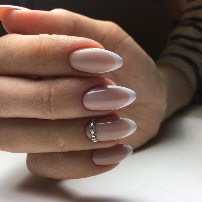Классический френч на овальных ногтях 2018