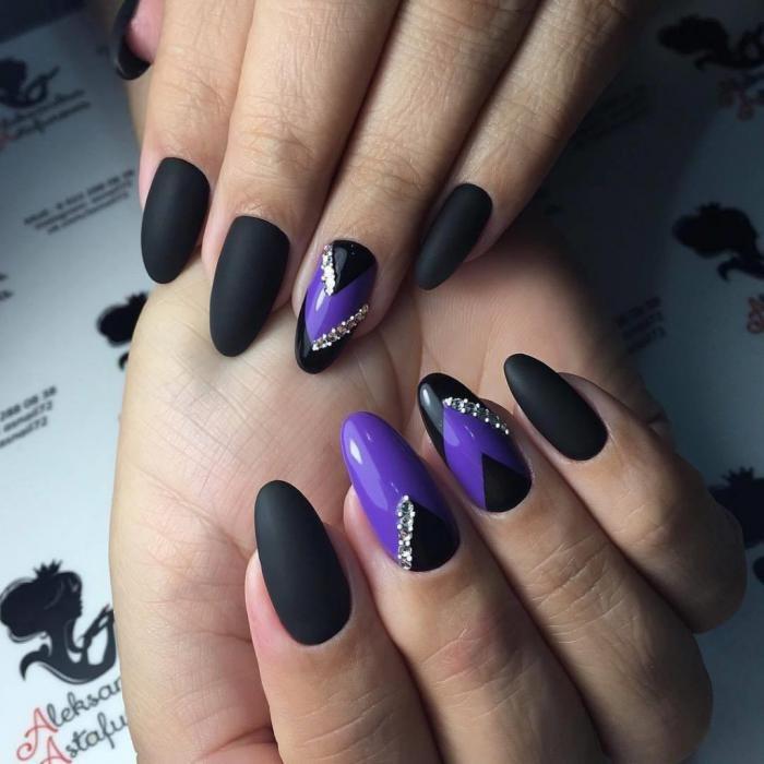 Геометрический маникюр на длинных овальных ногтях 2018