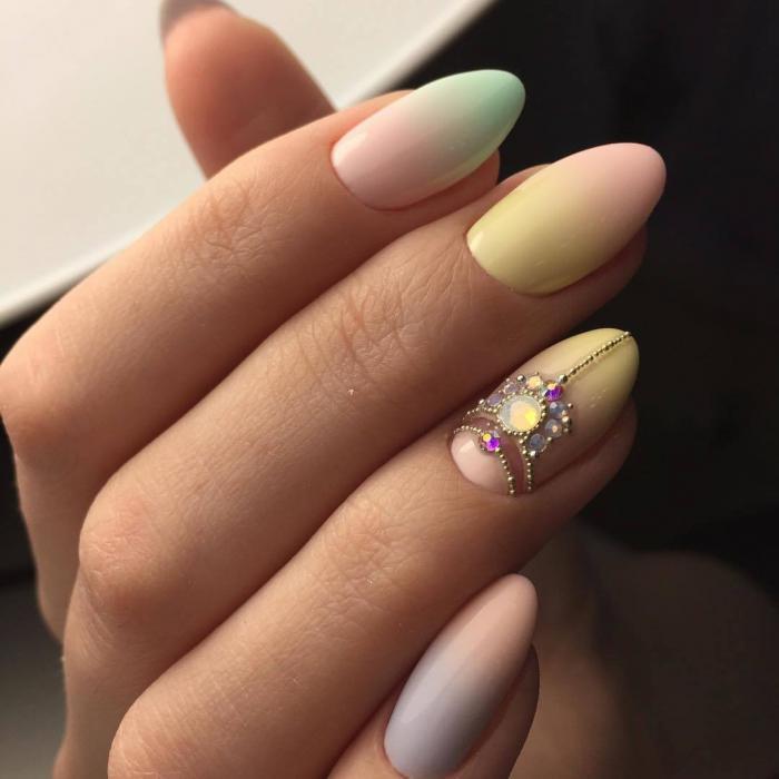 Омбре на длинных овальных ногтях 2018