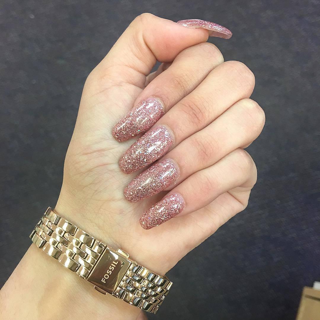 Блестящий маникюр на длинные ногти 2018