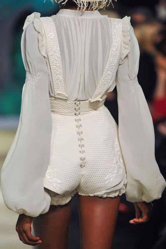 Модная белая блузка осень-зима 2018-2019