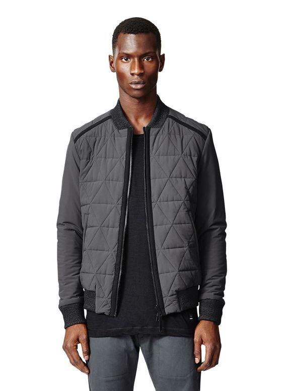 Темно-серая стеганная куртка осень