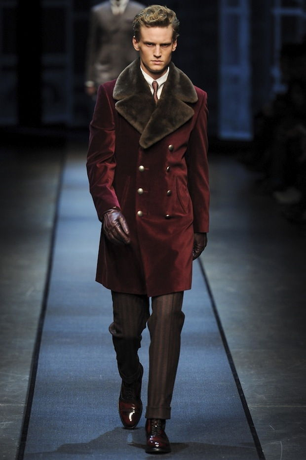Бархатное мужское пальто