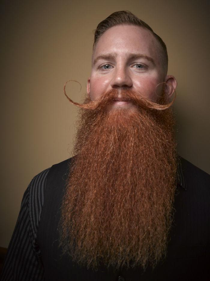 Мужская борода-усы