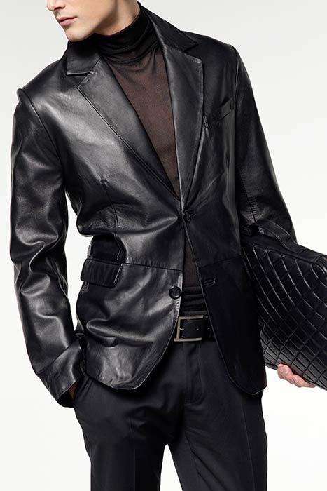 Черный мужской пиджак