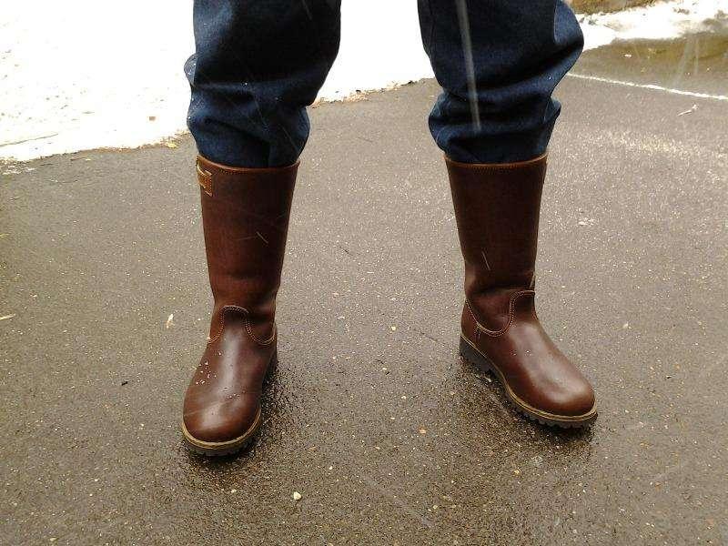 Высоки сапоги коричневого цвета