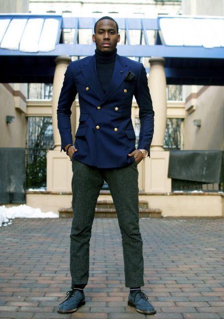 Застегнутый двубортный пиджак
