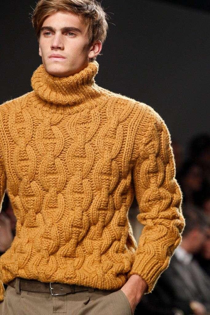 Желтый свитер с откатом