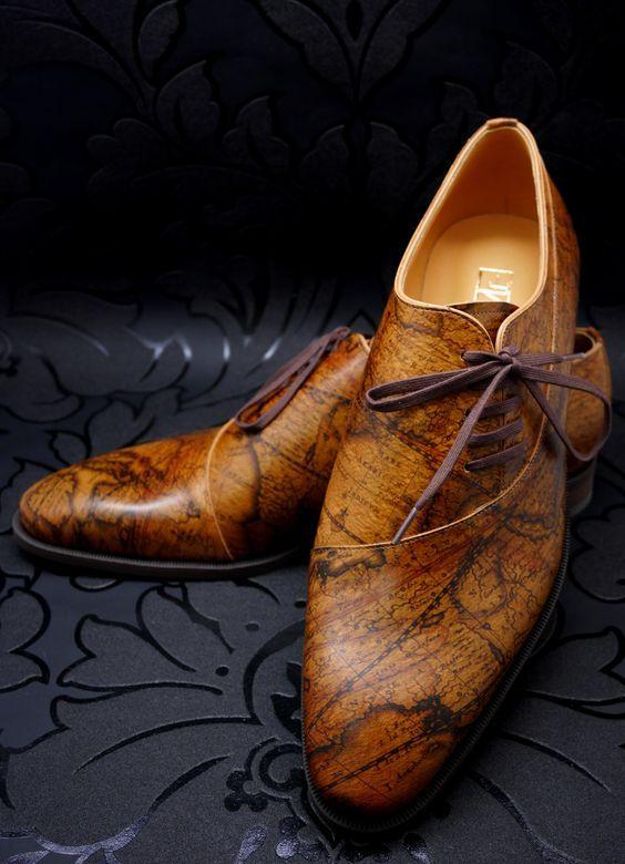 Коричневые туфли с принтом