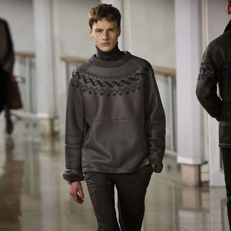 Серый однотонный свитер для мужчин