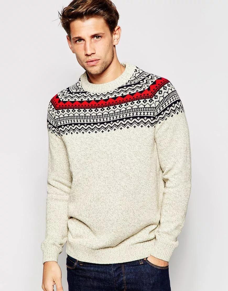 Принт в верхней части принта на свитере