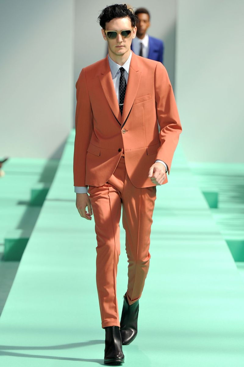 Оранжевый мужской костюм