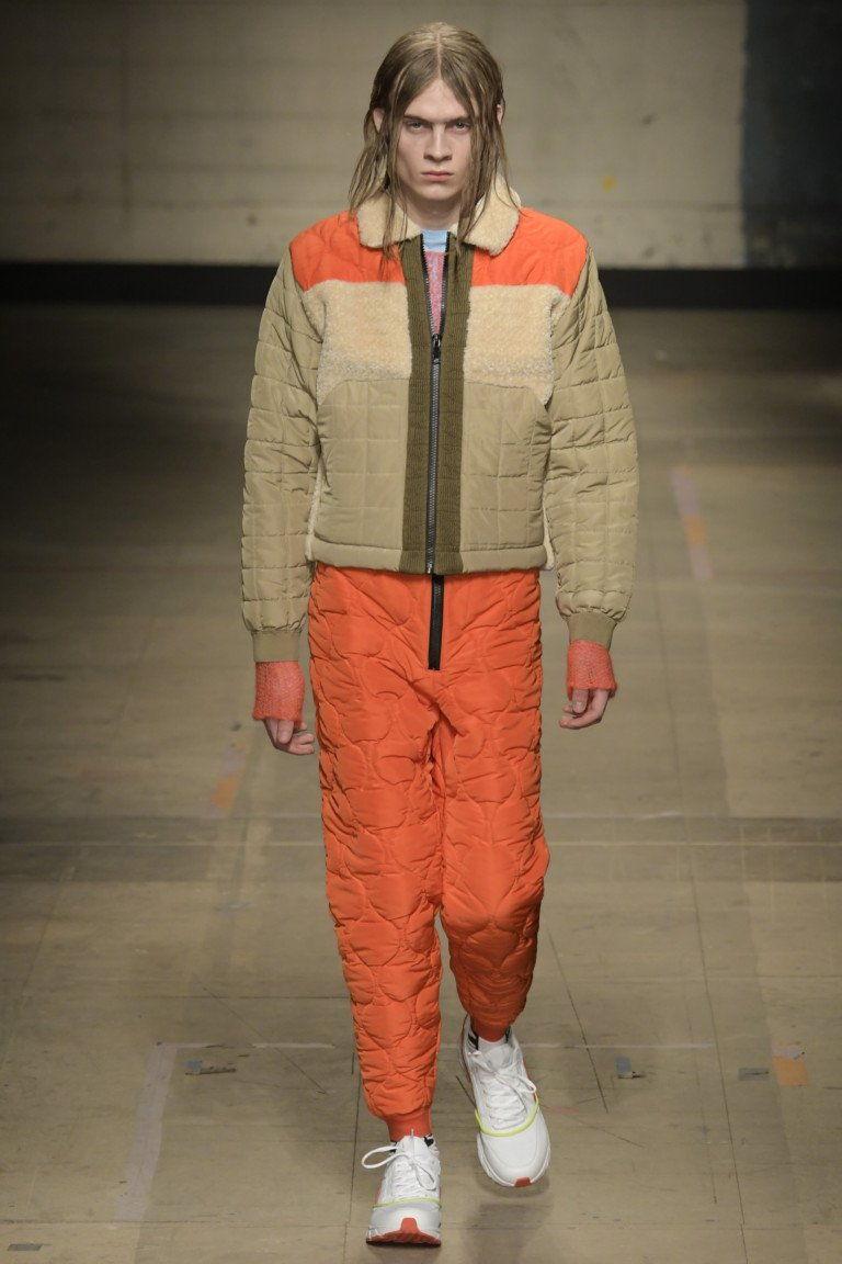 Серо-оранжевый пуховик
