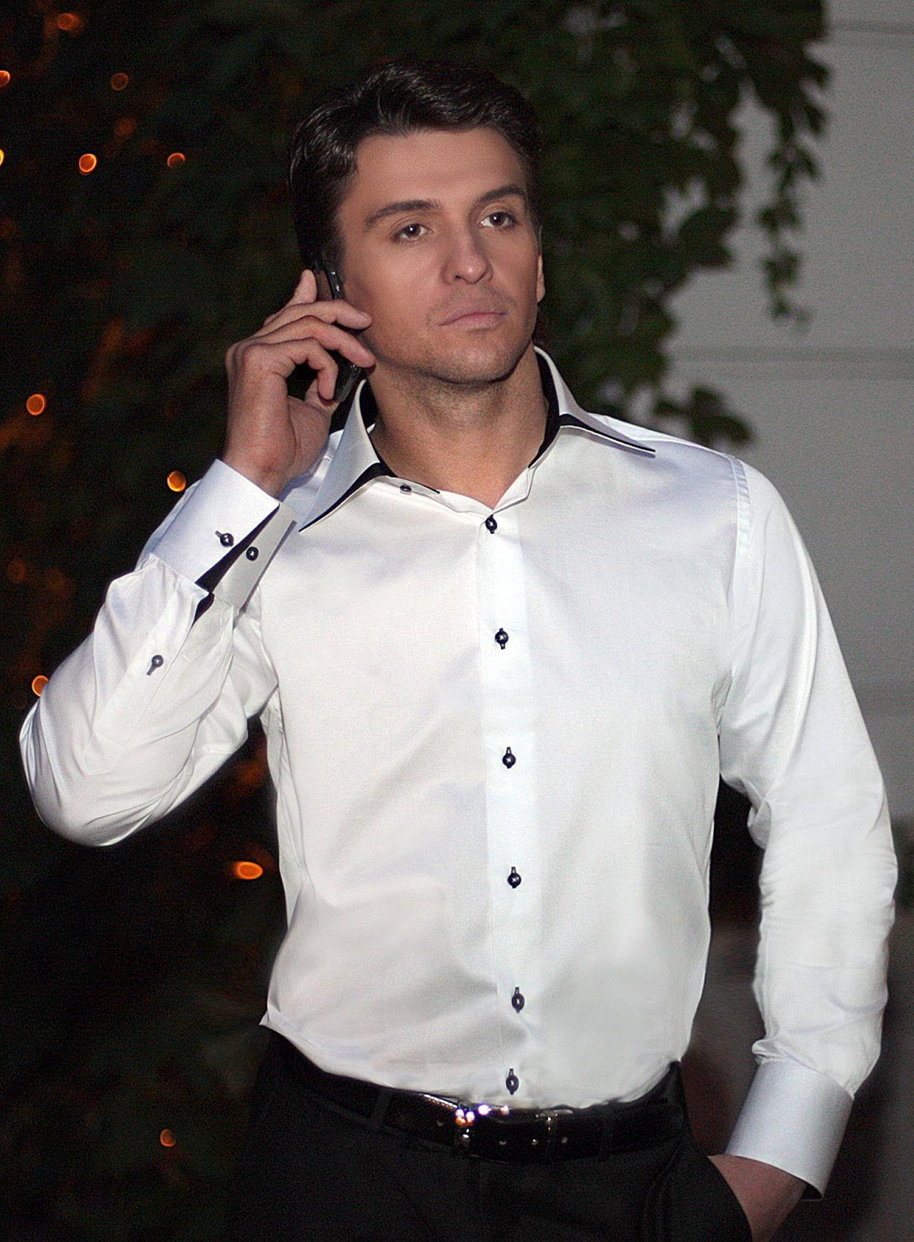 Белая рубашка с отложным воротником