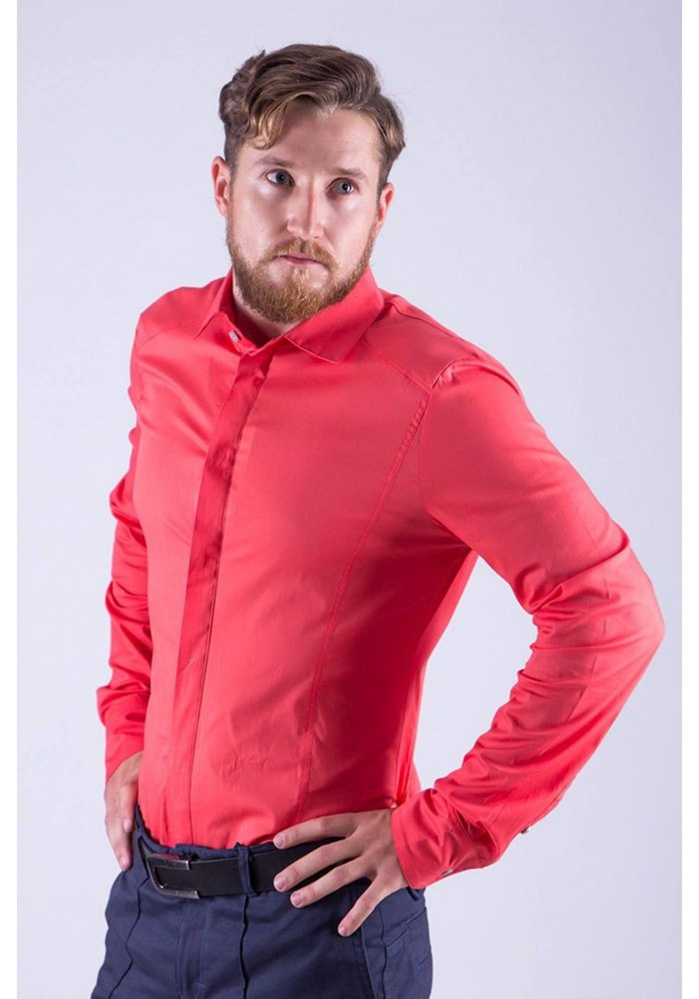 Алая мужская рубашка