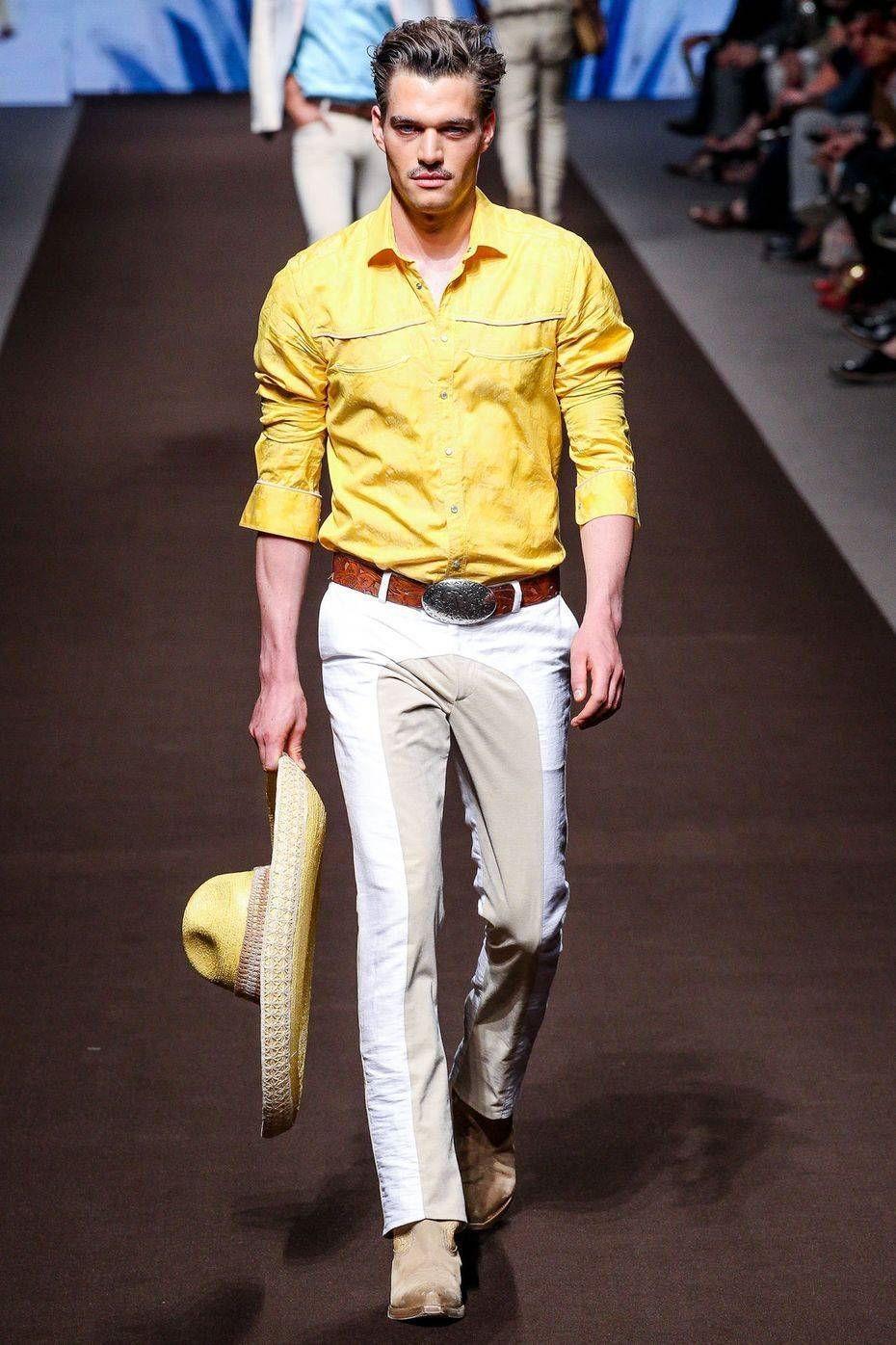 Желтая яркая мужская рубашка