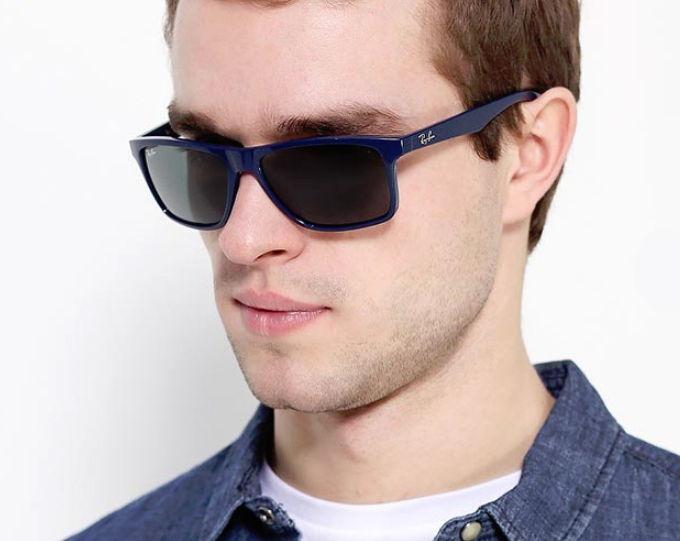 Солнцезащитные очки в синей оправе