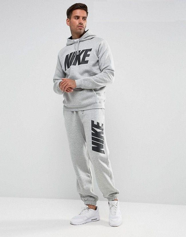 Спортивный костюм бренда Найк