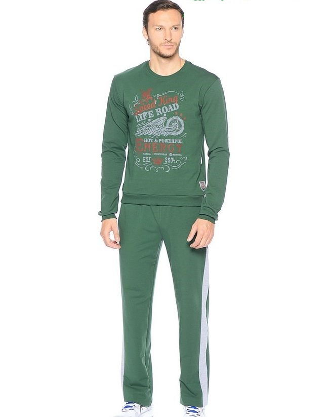 Спортивный костюм зеленого цвета