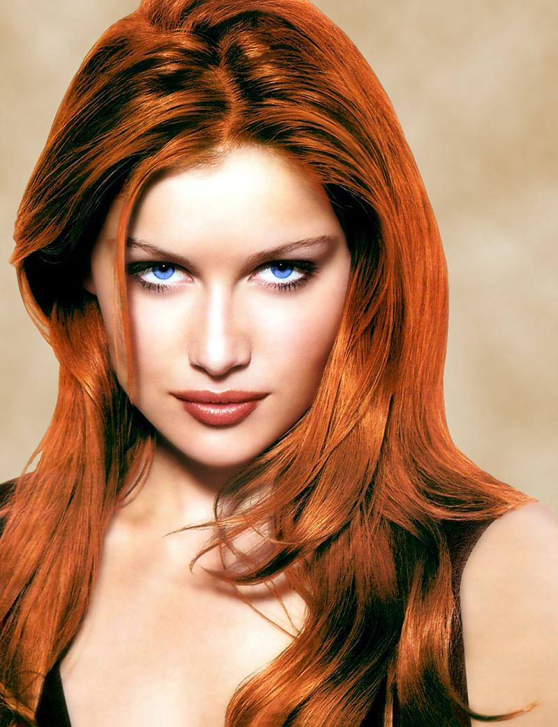 Рыжеволосая с голубыми глазами