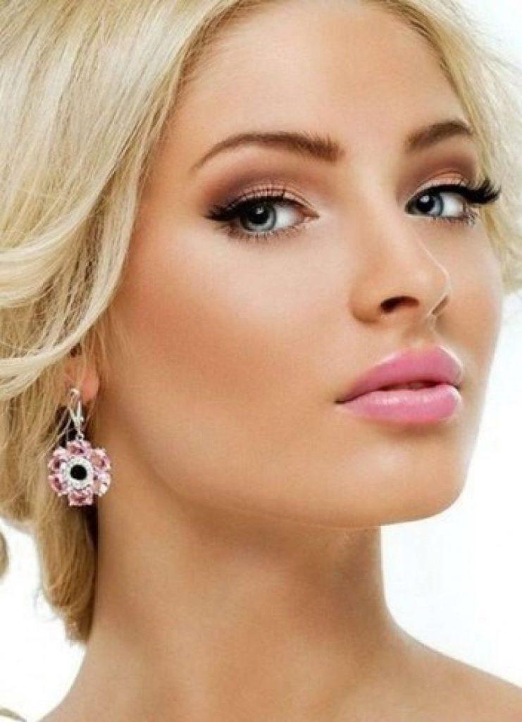 Дневной макияж для губ блондинкам