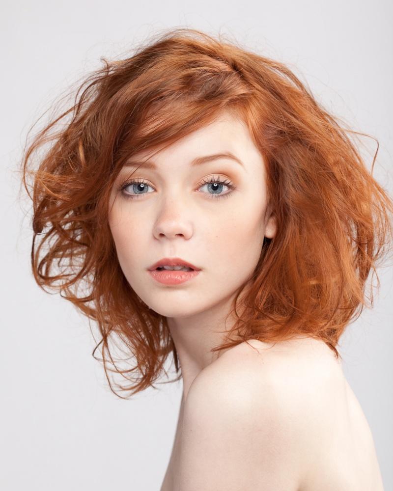 Рыжие локоны и макияж