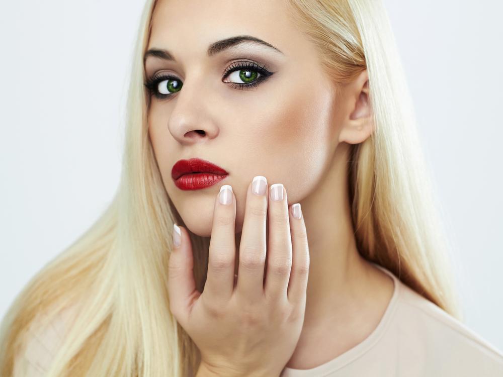 Зеленые глаза и макияж