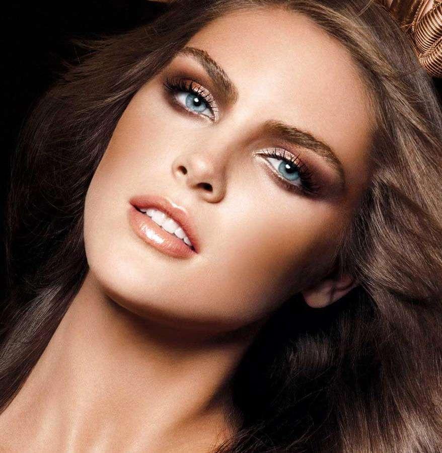 Вечерний макияж для шатенки с голубыми глазами