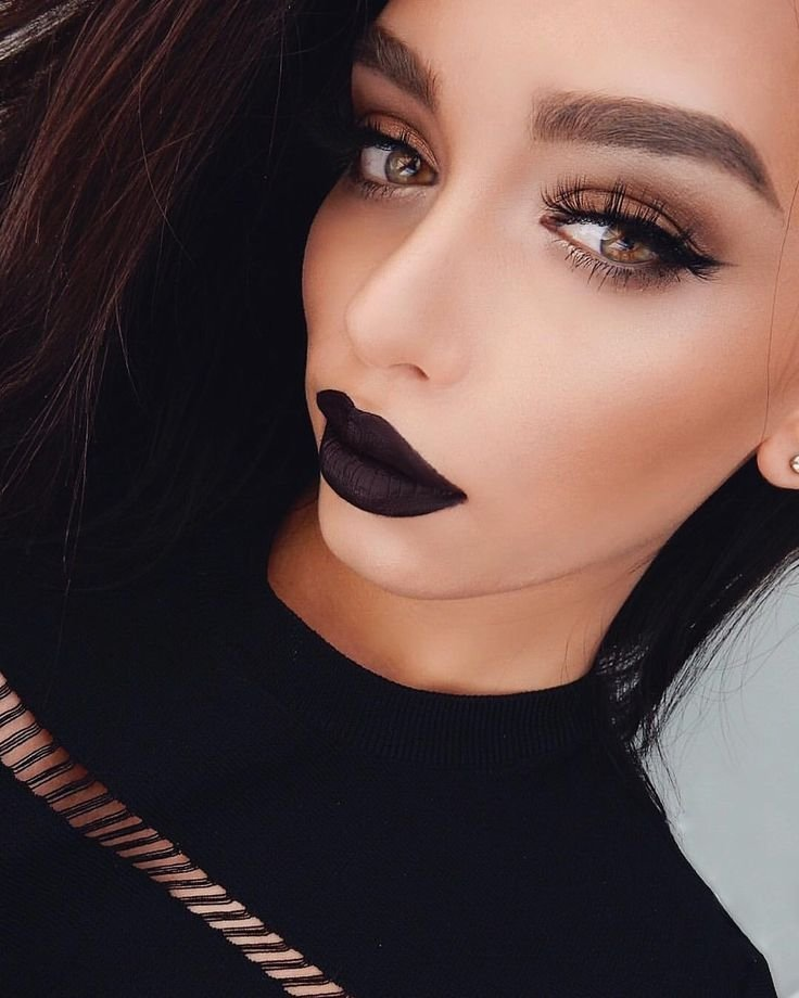 Готика в макияже для губ