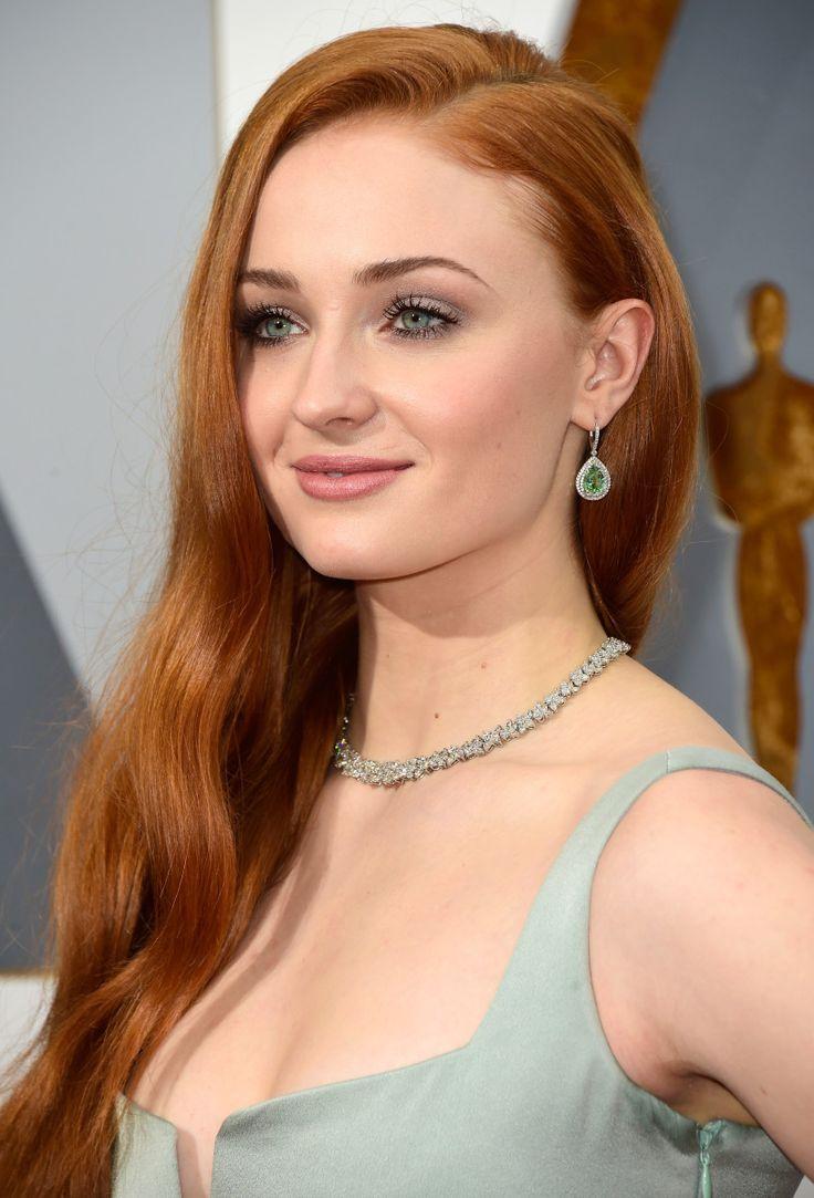 Макияж для девушки с рыжими волосами и зелеными глазами