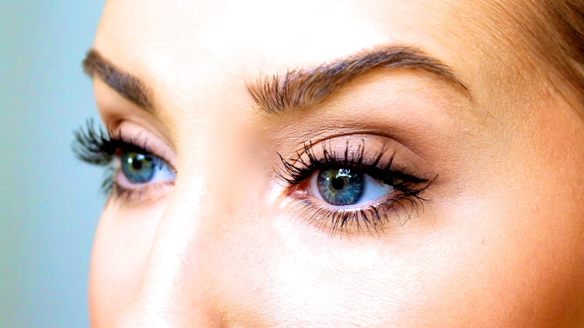Нежный макияж для голубоглазой женщины